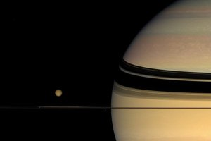 <b>Saturn's unexpected colours</b>